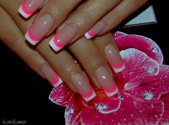 Маникюр ярко розового цвета френч